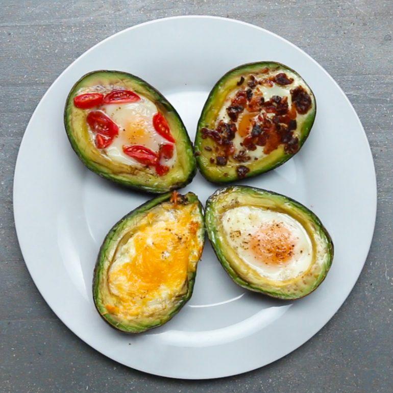 Avokado içinde yumurta