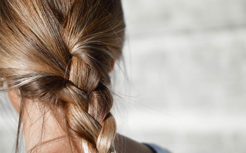 Evde doğal yollarla saç rengi açmak