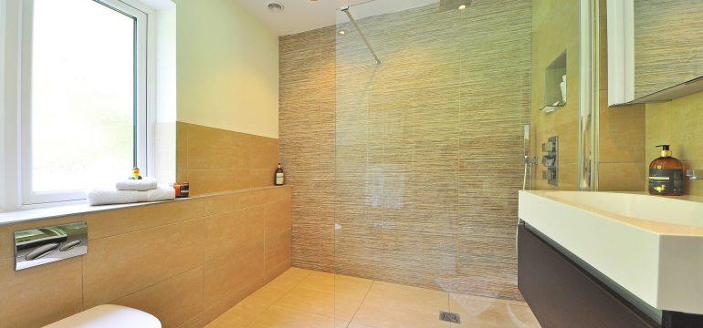 Kişisel bakımı kolaylaştıracak banyo dekorasyonu